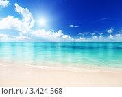 Купить «Идеалистический морской пейзаж с песчаным пляжем», фото № 3424568, снято 11 ноября 2009 г. (c) Iakov Kalinin / Фотобанк Лори