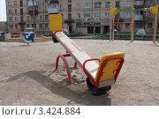 Детские качели (2012 год). Редакционное фото, фотограф Лев Соловьев / Фотобанк Лори