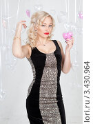 Купить «Портрет красивой девушки с сердечком», фото № 3430964, снято 11 февраля 2012 г. (c) Литвяк Игорь / Фотобанк Лори