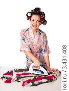 Купить «Домохозяйка гладит одежду утюгом», фото № 3431408, снято 28 ноября 2010 г. (c) Павел Кужелев / Фотобанк Лори