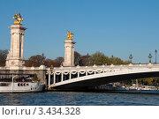 Купить «Мост Александра III через Сену в Париже, Франция. Вид с воды», фото № 3434328, снято 16 июня 2019 г. (c) katalinks / Фотобанк Лори