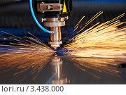 Купить «Лазерная резка листового металла с искрами», фото № 3438000, снято 13 апреля 2012 г. (c) Дмитрий Калиновский / Фотобанк Лори
