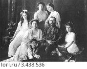 Купить «Семья царя Николая II», фото № 3438536, снято 15 октября 2019 г. (c) Виктор Сухарев / Фотобанк Лори