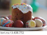 Пасхальный кулич и разноцветные яйца,еда,христианство. Стоковое фото, фотограф OlgaM. / Фотобанк Лори