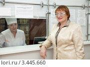 Купить «Женщина возле окошка регистрации в поликлинике», фото № 3445660, снято 5 декабря 2011 г. (c) Яков Филимонов / Фотобанк Лори