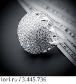 Купить «Американские доллары и  кольцо с бриллиантами», фото № 3445736, снято 8 ноября 2011 г. (c) ElenArt / Фотобанк Лори
