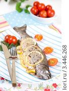 Купить «Рыба с лимоном и томатами», фото № 3446268, снято 7 декабря 2019 г. (c) Mariya Volik / Фотобанк Лори