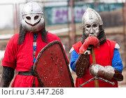 Купить «Историческая реконструкция, два воина перед битвой», фото № 3447268, снято 15 апреля 2012 г. (c) Николай Винокуров / Фотобанк Лори