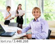 Купить «Бизнесмен в офисе», фото № 3448268, снято 3 июня 2011 г. (c) Sergey Nivens / Фотобанк Лори