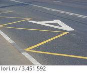 Купить «Выделенная полоса для движения общественного транспорта», эксклюзивное фото № 3451592, снято 23 июля 2011 г. (c) lana1501 / Фотобанк Лори