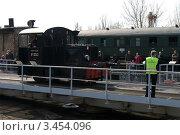 Купить «Kleinlokomotive Class I (Gmeinder) на поворотном круге. Выставка в локомотивном депо Шёневайде, 14 апреля 2012 года.», фото № 3454096, снято 14 апреля 2012 г. (c) Sergey Kohl / Фотобанк Лори