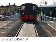 Купить «Kleinlokomotive Class I (Gmeinder) на поворотном круге. Выставка в локомотивном депо Шёневайде, 14 апреля 2012 года.», фото № 3454104, снято 14 апреля 2012 г. (c) Sergey Kohl / Фотобанк Лори