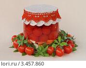 Купить «Маринованные помидоры с морковью», фото № 3457860, снято 14 апреля 2012 г. (c) Чукова Жанна / Фотобанк Лори