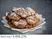 Овсяное печенье на белой тарелке. Стоковое фото, фотограф Карева Олеся / Фотобанк Лори