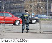Купить «Женщина-полицейский на службе. Поклонная гора. Москва», эксклюзивное фото № 3462968, снято 21 апреля 2012 г. (c) lana1501 / Фотобанк Лори