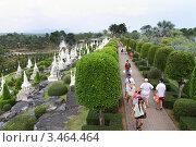 Купить «Туристы на экскурсии. Тропический сад Нонг Нуч. Паттайя, Таиланд», фото № 3464464, снято 24 марта 2012 г. (c) Григорий Писоцкий / Фотобанк Лори