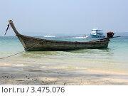 Лодка у берега (2012 год). Редакционное фото, фотограф Джакобия Екатерина / Фотобанк Лори