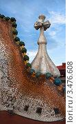 Купить «Фрагмент декорированной крыши дома Casa Batllo в Барселоне. Архитектор Антонио Гауди», фото № 3476608, снято 22 ноября 2011 г. (c) Victoria Demidova / Фотобанк Лори