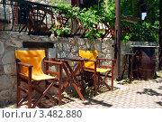 Купить «Желтые кресла на улице», фото № 3482880, снято 8 мая 2008 г. (c) Дмитрий Наумов / Фотобанк Лори