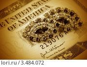Купить «Ювелирные украшения и доллары», фото № 3484072, снято 4 марта 2011 г. (c) ElenArt / Фотобанк Лори