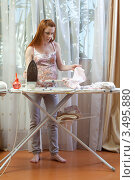 Купить «Беременная женщина гладит утюгом детское бельё», фото № 3495880, снято 10 марта 2012 г. (c) Михаил Иванов / Фотобанк Лори
