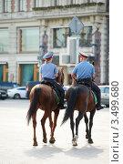 Купить «Двое полицейских на лошадях, вид сзади», фото № 3499680, снято 20 июля 2011 г. (c) Дмитрий Калиновский / Фотобанк Лори