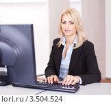 Блондинка работает на компьютере, фото № 3504524, снято 17 декабря 2011 г. (c) Андрей Попов / Фотобанк Лори