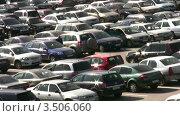 Купить «Автомобили на парковке», видеоролик № 3506060, снято 24 сентября 2008 г. (c) Losevsky Pavel / Фотобанк Лори