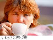 Купить «Женщина пьёт чай», фото № 3506388, снято 8 мая 2012 г. (c) Хайрятдинов Ринат / Фотобанк Лори