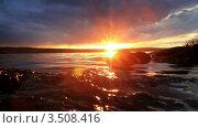 Купить «Закат на берегу реки с красивым небом», видеоролик № 3508416, снято 8 апреля 2012 г. (c) ILLYCH / Фотобанк Лори