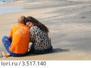 Молодая семейная пара на пляже (2012 год). Редакционное фото, фотограф Кудрявцева Светлана / Фотобанк Лори