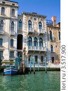 Купить «Венеция, фасад старинного дома», фото № 3517900, снято 12 сентября 2011 г. (c) NataMint / Фотобанк Лори