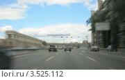 Купить «Машины на дороге в городе», видеоролик № 3525112, снято 2 августа 2008 г. (c) Losevsky Pavel / Фотобанк Лори