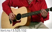 Купить «Мужчина играет на гитаре», видеоролик № 3525132, снято 19 сентября 2008 г. (c) Losevsky Pavel / Фотобанк Лори