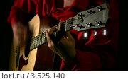 Купить «Мужчина играет на гитаре в полумраке», видеоролик № 3525140, снято 5 марта 2009 г. (c) Losevsky Pavel / Фотобанк Лори