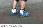 Купить «Ноги в роликах», видеоролик № 3525156, снято 1 сентября 2008 г. (c) Losevsky Pavel / Фотобанк Лори