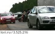 Купить «Авария: перевернувшаяся машина на дороге», видеоролик № 3525216, снято 1 сентября 2008 г. (c) Losevsky Pavel / Фотобанк Лори