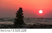 Купить «Пирамида из камней на галечном пляже на фоне розового заката», видеоролик № 3525228, снято 2 сентября 2008 г. (c) Losevsky Pavel / Фотобанк Лори