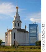 Здание Автоваза на фоне церкви (2012 год). Редакционное фото, фотограф Алексей Куртеев / Фотобанк Лори