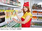 Купить «Девушка-продавец в супермаркете у полок с соком», фото № 3527444, снято 13 мая 2012 г. (c) Баевский Дмитрий / Фотобанк Лори