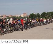 Сбор велосипедистов набережная г. Ижевск (2012 год). Редакционное фото, фотограф Алексей Куртеев / Фотобанк Лори