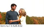 Купить «Молодая пара на фоне осеннего леса», видеоролик № 3528832, снято 7 октября 2008 г. (c) Losevsky Pavel / Фотобанк Лори