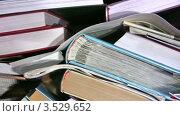 Купить «Обзор книг», видеоролик № 3529652, снято 5 ноября 2008 г. (c) Losevsky Pavel / Фотобанк Лори