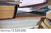 Купить «Стопки книг», видеоролик № 3529656, снято 5 ноября 2008 г. (c) Losevsky Pavel / Фотобанк Лори