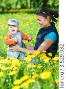 Купить «Мама с маленьким сыном среди цветущих одуванчиков», фото № 3529932, снято 9 мая 2012 г. (c) Дмитрий Калиновский / Фотобанк Лори