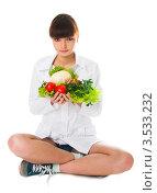 Девушка держит в руках овощи. Стоковое фото, фотограф Юрий Андреев / Фотобанк Лори