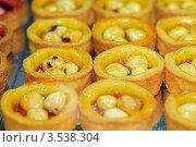 Купить «Тарталетки с фундуком», фото № 3538304, снято 21 апреля 2012 г. (c) BestPhotoStudio / Фотобанк Лори