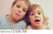 Купить «Дети поют песню», видеоролик № 3538708, снято 26 февраля 2009 г. (c) Losevsky Pavel / Фотобанк Лори