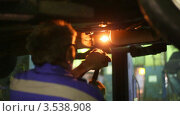Купить «Сварщик за работой», видеоролик № 3538908, снято 15 апреля 2009 г. (c) Losevsky Pavel / Фотобанк Лори