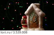 Купить «Домик Санта Клауса крутится вокруг своей оси», видеоролик № 3539008, снято 15 апреля 2009 г. (c) Losevsky Pavel / Фотобанк Лори